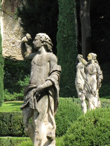 Verona: Sculptures in a garden